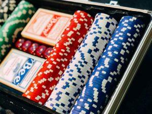 Poker ist im Live Casino besonders realistisch spielbar.