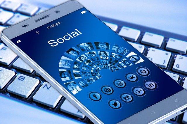 Soziale Medien und Programm-Updates